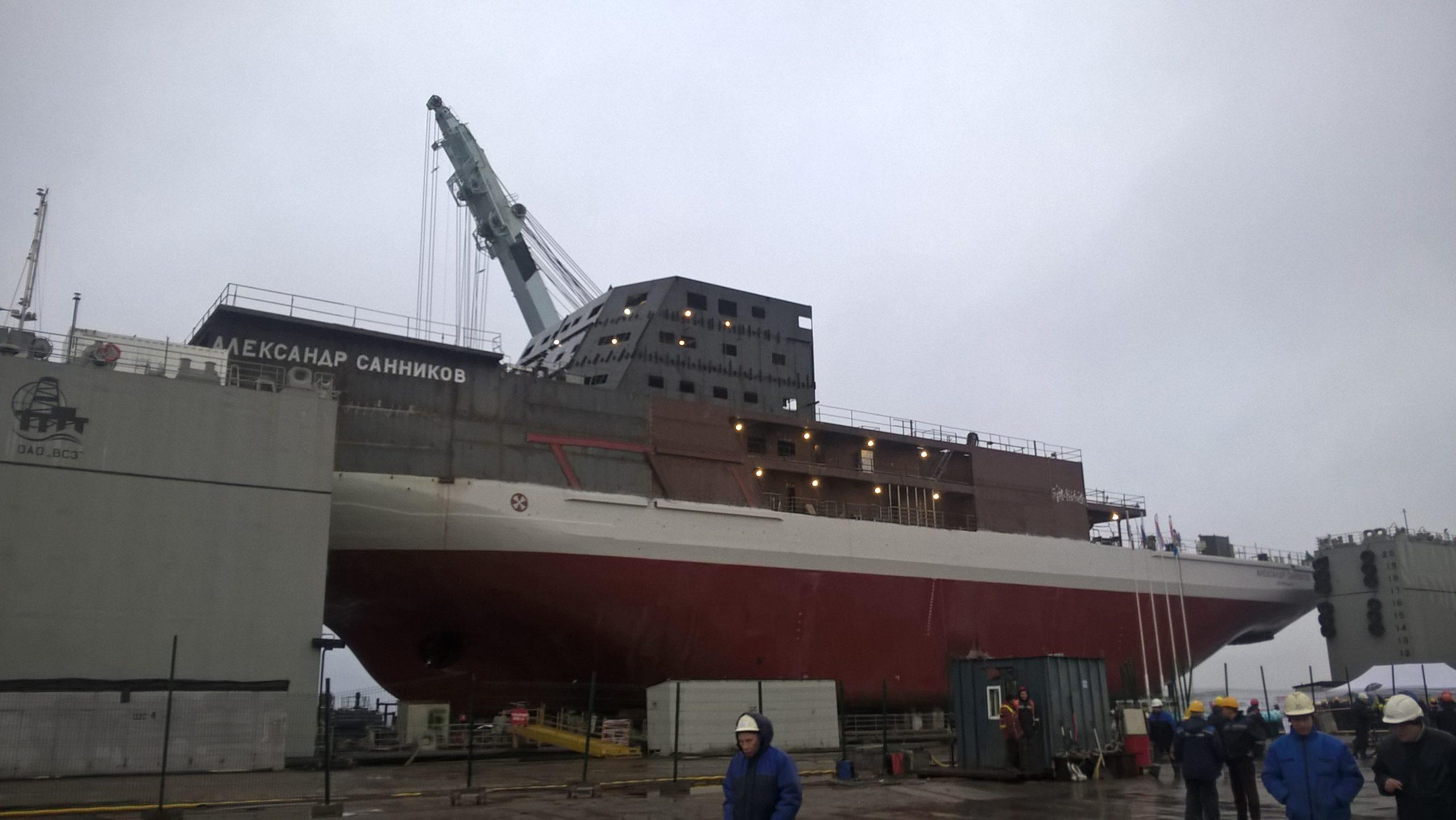 Спуск на воду ледокольного судна